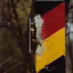 DDR Grenzsäule mit Emblem