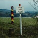 DDR Grenzpfahl, Grenzstein sowie Hinweisschild aufgestellt vom BGS