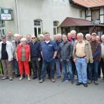 """Teilnehmerfoto vor dem Gasthaus """"Weißes Roß"""""""