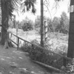 An bekannten Übersichtspunkten wird durch längere Holzbarrieren ein unbeabsichtigtes Überschreiten der Grenzlinie verhindert.